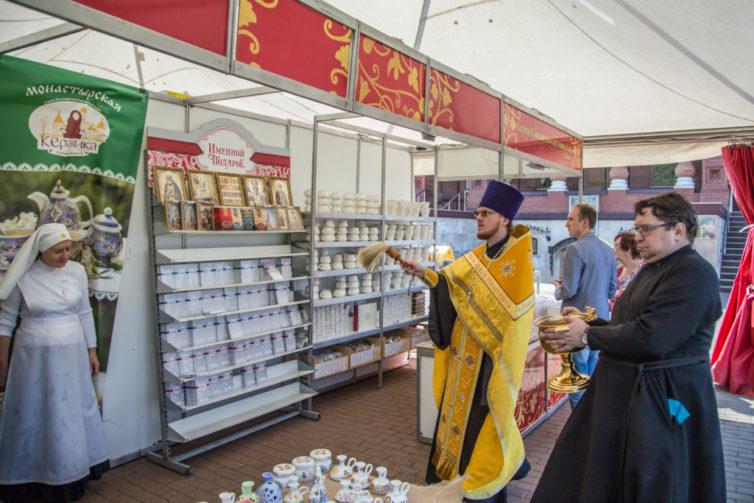 На площади у Михаило-Архангельского собора открылась выставка «Кладезь»