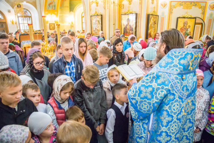 Митр. Викторин совершил литургию и молебен на начало учебного года в кафедральном храме